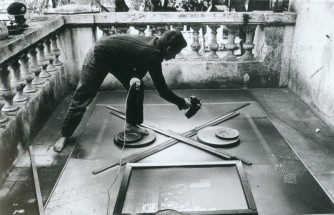 Polesello spray painting on the terrace of his Buenos Aires studio - Rogelio Polesello, Cecilia De Torres Ltd.